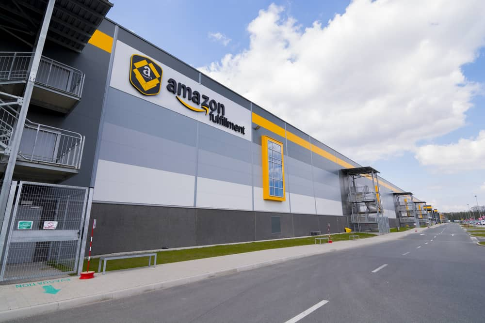 "E-Commerce Drives the Construction of ""Mega Warehouses"""