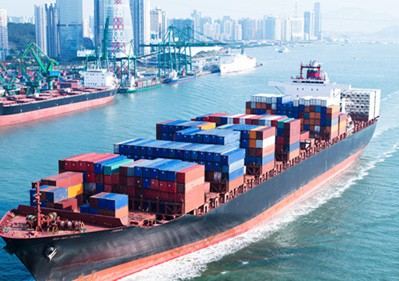 What is the average travel time of a container ship in one year
