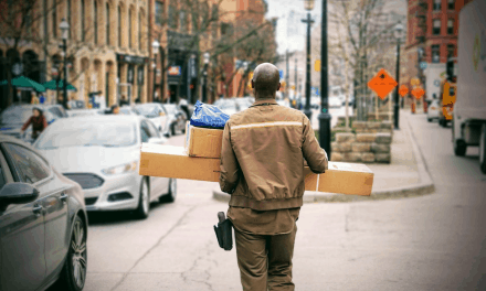 How to Ship Clothes: Best Shipping Practices Ahead of The Busiest Retail Season